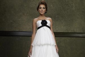 Как подобрать свадебные платья беременным?