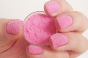 Применение акриловой пудры в уходе за ногтями