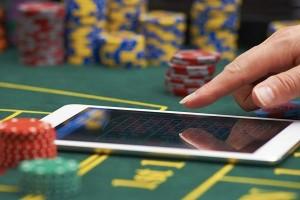 Играй в лучшие слоты от казино Pokerdom!