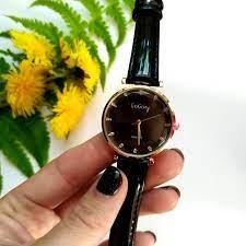 Женские часы как прекрасное дополнение к вечернему наряду